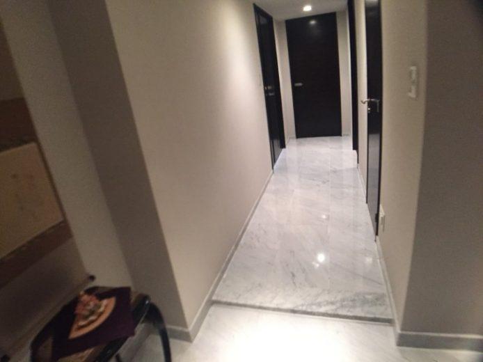 室内廊下・石張り